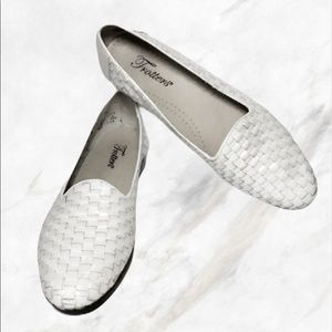 Trotters White Woven Leather Slip-On Loafers 7